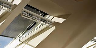 Hitzeschutz Dachfenster Rollos